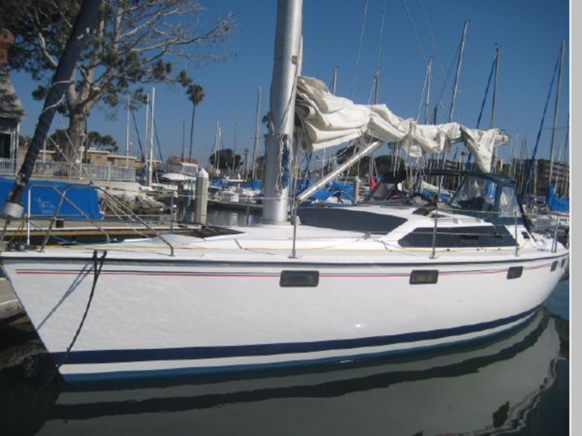 1993 HUNTER Vision 36 Cruising Sailboat 2599555