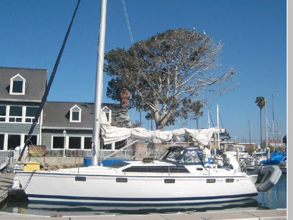 1993 HUNTER Vision 36 Cruising Sailboat 2599557