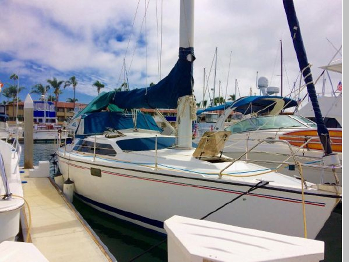1993 HUNTER Vision 36 Cruising Sailboat 2599582