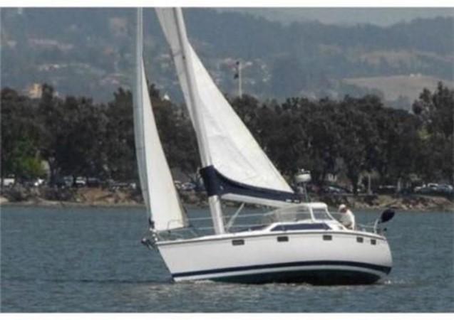 1993 HUNTER Vision 36 Cruising Sailboat 2599487