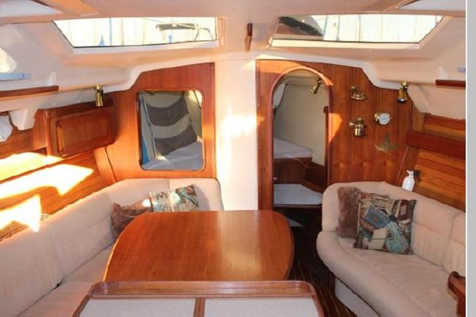 1993 HUNTER Vision 36 Cruising Sailboat 2599488
