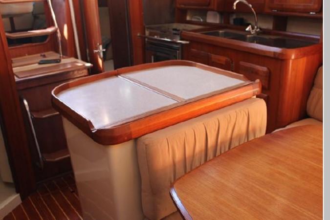 1993 HUNTER Vision 36 Cruising Sailboat 2599499