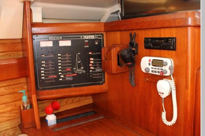 1993 HUNTER Vision 36 Cruising Sailboat 2599503