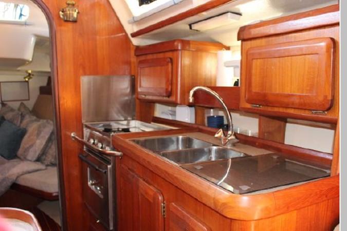1993 HUNTER Vision 36 Cruising Sailboat 2599506