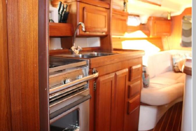 1993 HUNTER Vision 36 Cruising Sailboat 2599513