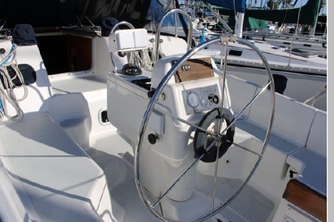 1993 HUNTER Vision 36 Cruising Sailboat 2599518