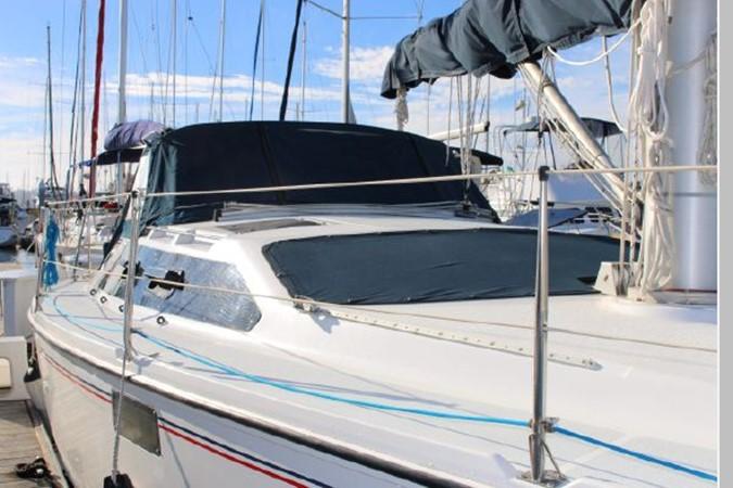 1993 HUNTER Vision 36 Cruising Sailboat 2599543