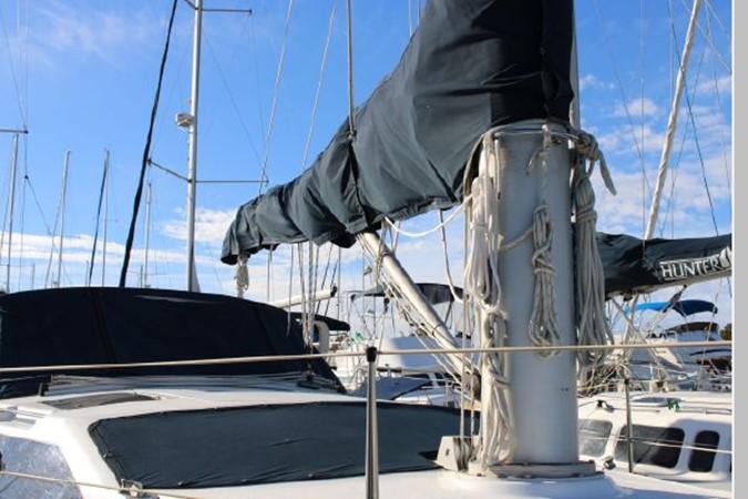 1993 HUNTER Vision 36 Cruising Sailboat 2599544