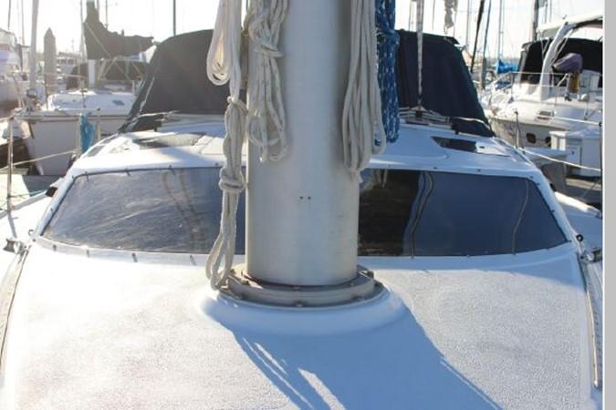 1993 HUNTER Vision 36 Cruising Sailboat 2599545