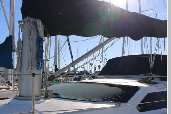 1993 HUNTER Vision 36 Cruising Sailboat 2599547