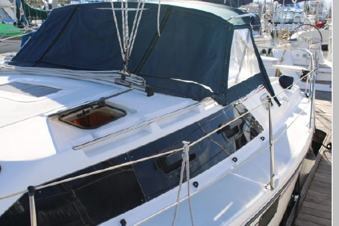 1993 HUNTER Vision 36 Cruising Sailboat 2599549
