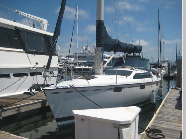 1993 HUNTER Vision 36 Cruising Sailboat 2599554