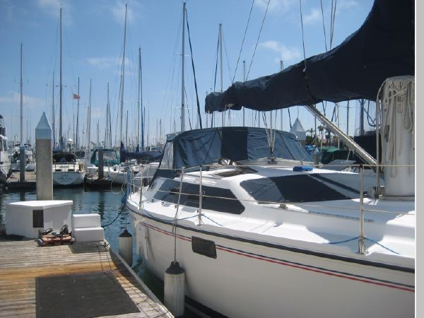 1993 HUNTER Vision 36 Cruising Sailboat 2599556