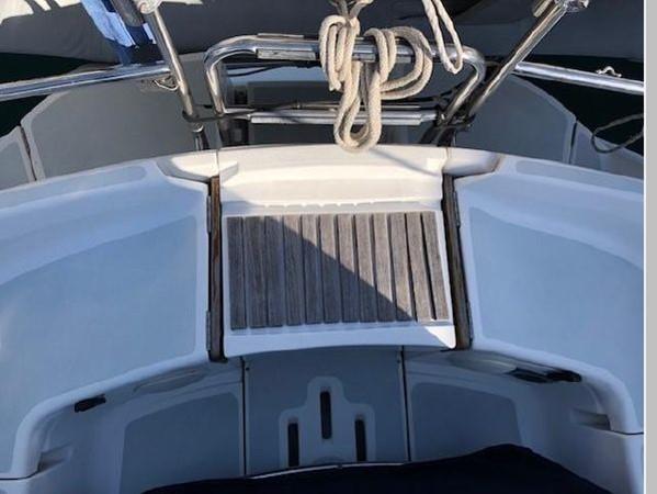 1993 HUNTER Vision 36 Cruising Sailboat 2599565