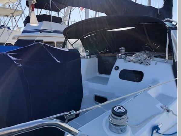 1993 HUNTER Vision 36 Cruising Sailboat 2599567