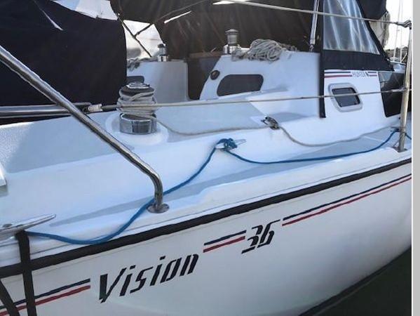 1993 HUNTER Vision 36 Cruising Sailboat 2599570