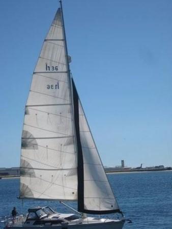 1993 HUNTER Vision 36 Cruising Sailboat 2599576