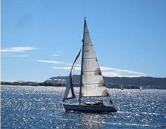 1993 HUNTER Vision 36 Cruising Sailboat 2599578