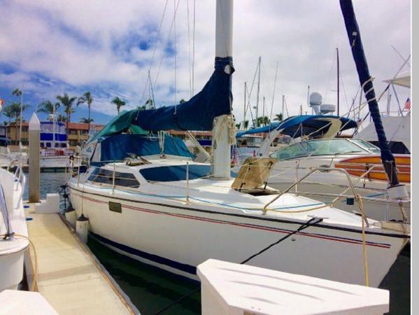 1993 HUNTER Vision 36 Cruising Sailboat 2599582