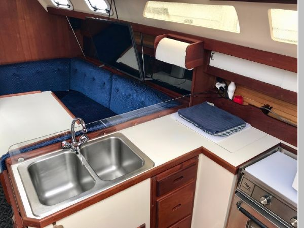 1987 CATALINA 34T Cruising/Racing Sailboat 2599987