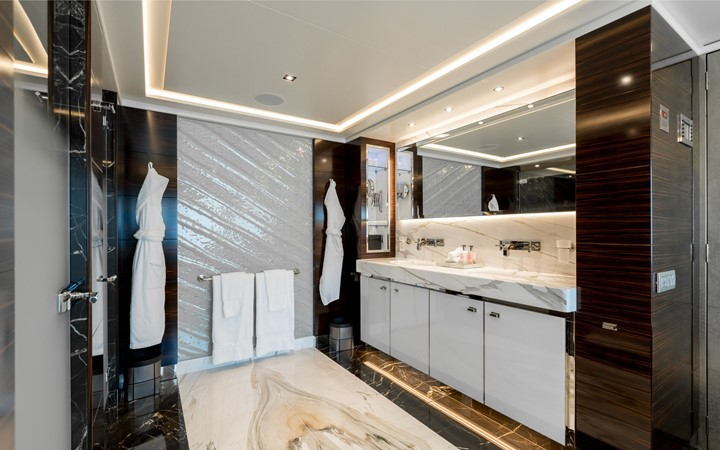 2008 HEESEN YACHTS  Expedition Yacht 2600675