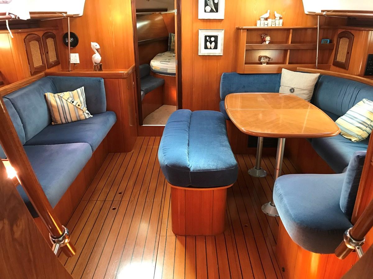 settee to port, dinette to starboard 1998 BENETEAU Oceanis 461 Aft Cockpit 2603473