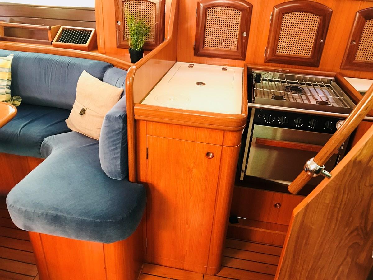aft quarter dinette and galley 1998 BENETEAU Oceanis 461 Aft Cockpit 2603483