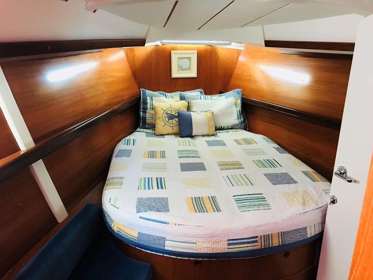 v-berth 1998 BENETEAU Oceanis 461 Aft Cockpit 2603517