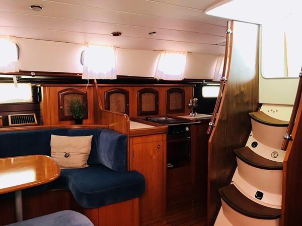 galley to starboard 1998 BENETEAU Oceanis 461 Aft Cockpit 2603480