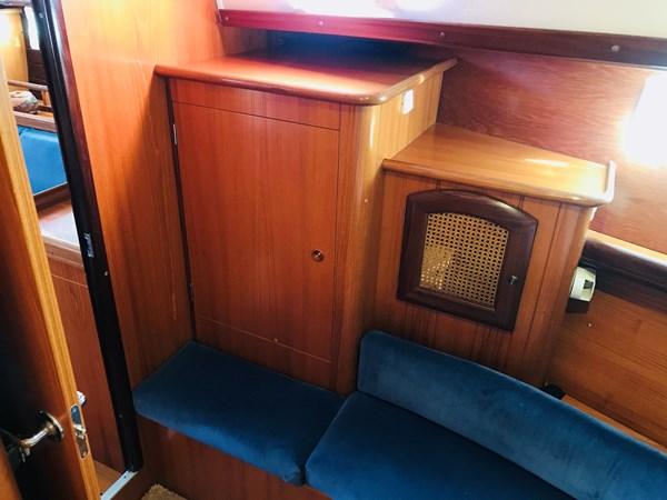 settee and hanging locker 1998 BENETEAU Oceanis 461 Aft Cockpit 2603514