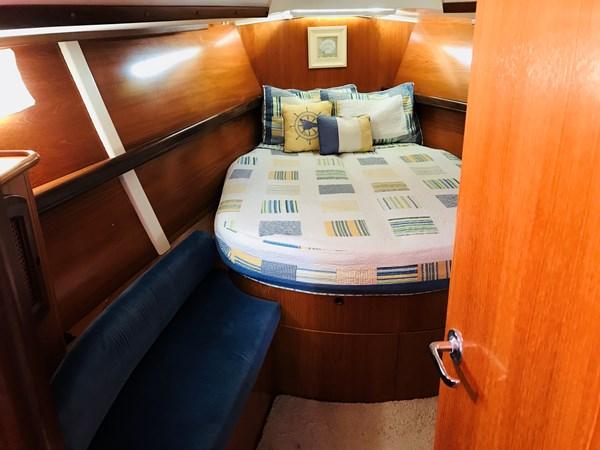master stateroom berth and settee 1998 BENETEAU Oceanis 461 Aft Cockpit 2603516