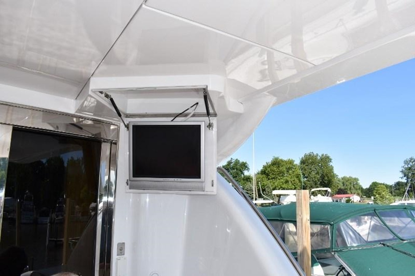 18 - 80 HATTERAS For Sale