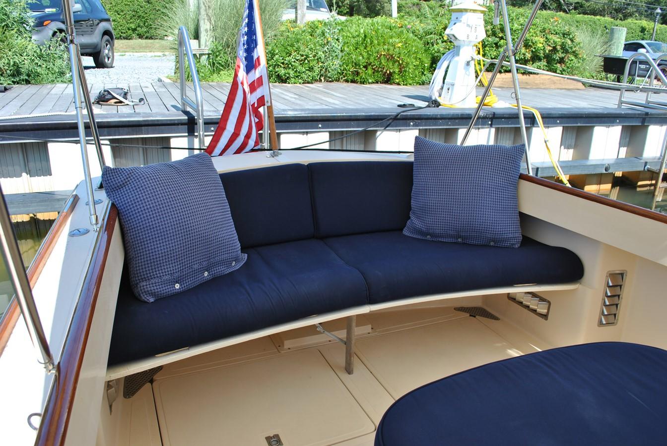 Aft Seat 1996 HINCKLEY Picnic Boat Motor Yacht 2604785