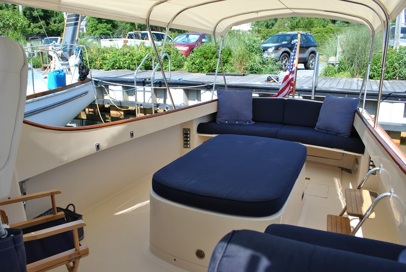 Cockpit Aft 1996 HINCKLEY Picnic Boat Motor Yacht 2604788