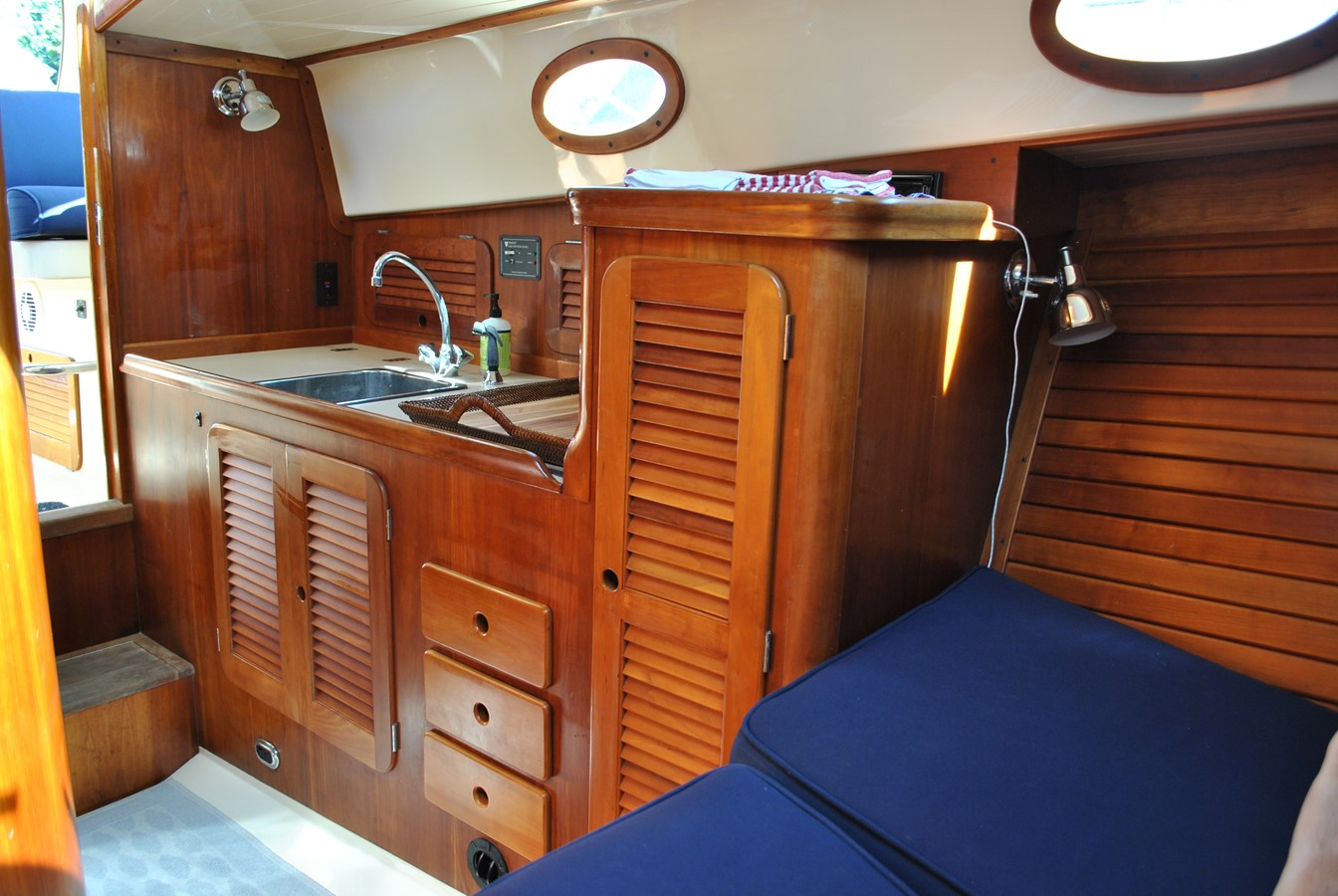 Galley Aft 1996 HINCKLEY Picnic Boat Motor Yacht 2604794