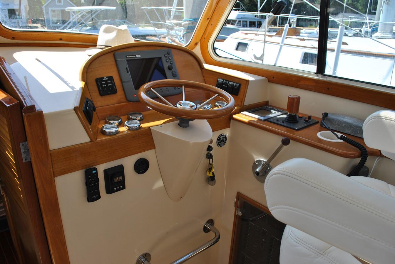 Helm 1996 HINCKLEY Picnic Boat Motor Yacht 2604797