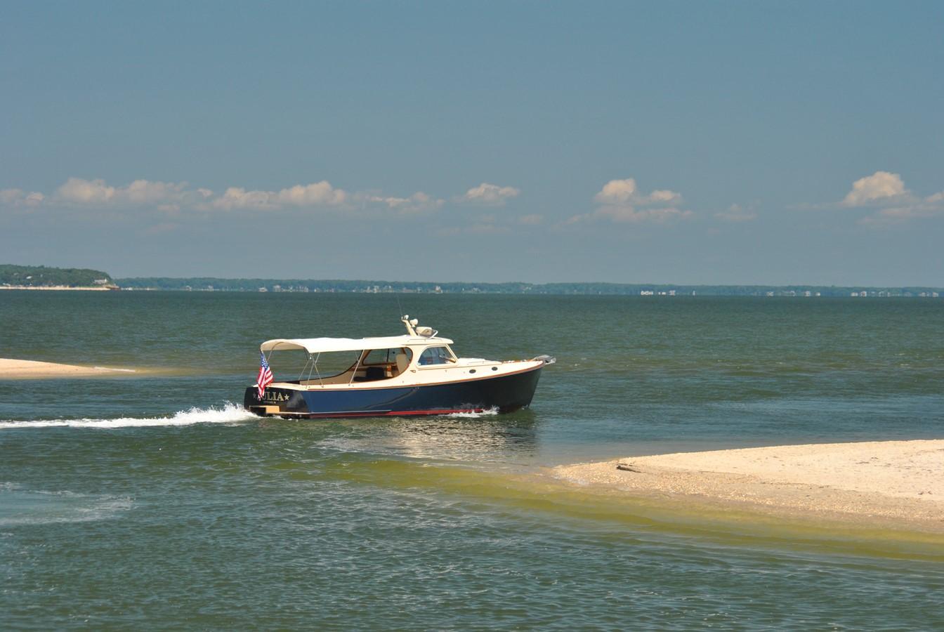Navigating the Shadows 1996 HINCKLEY Picnic Boat Motor Yacht 2604799