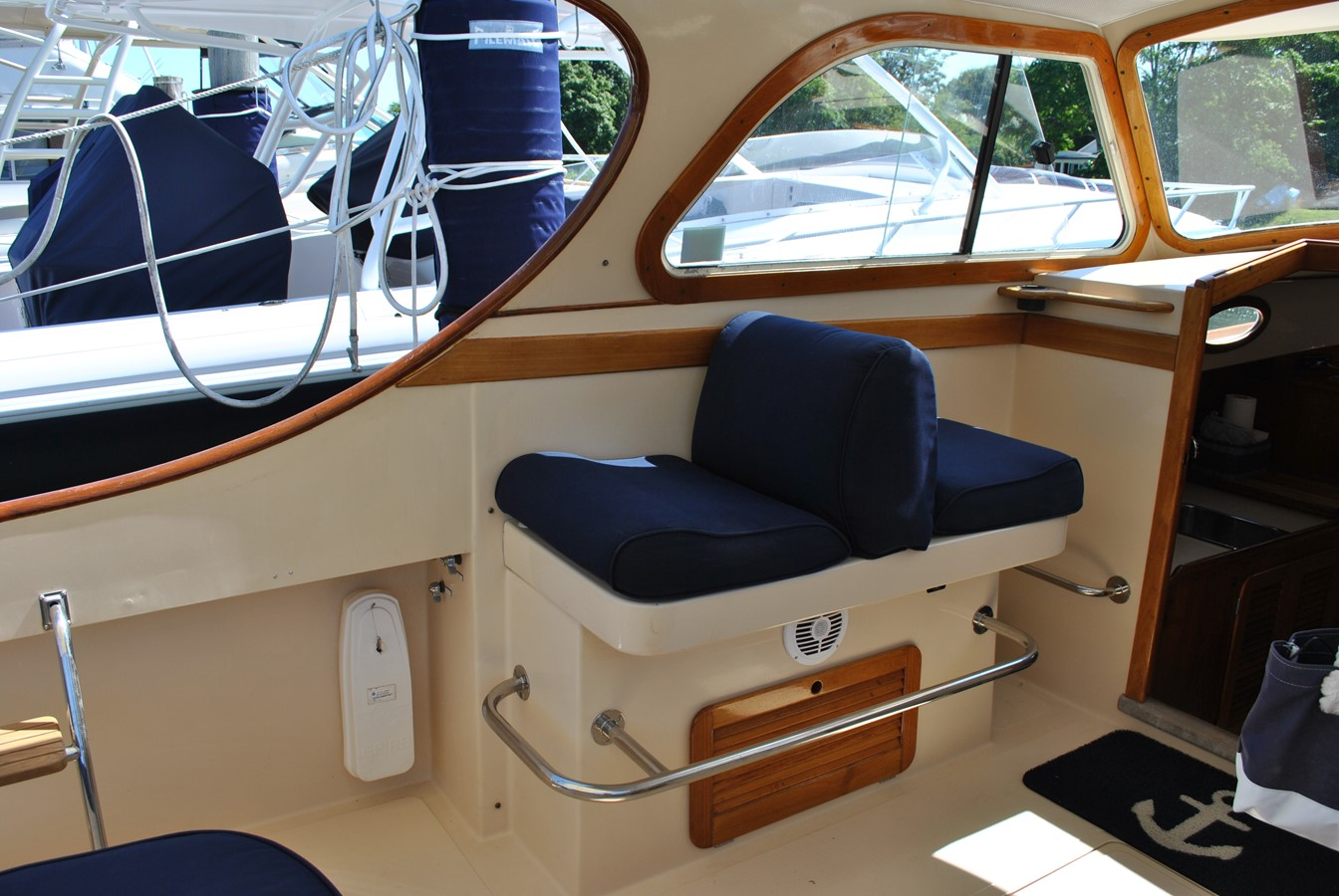Pilothouse Port 1996 HINCKLEY Picnic Boat Motor Yacht 2604800