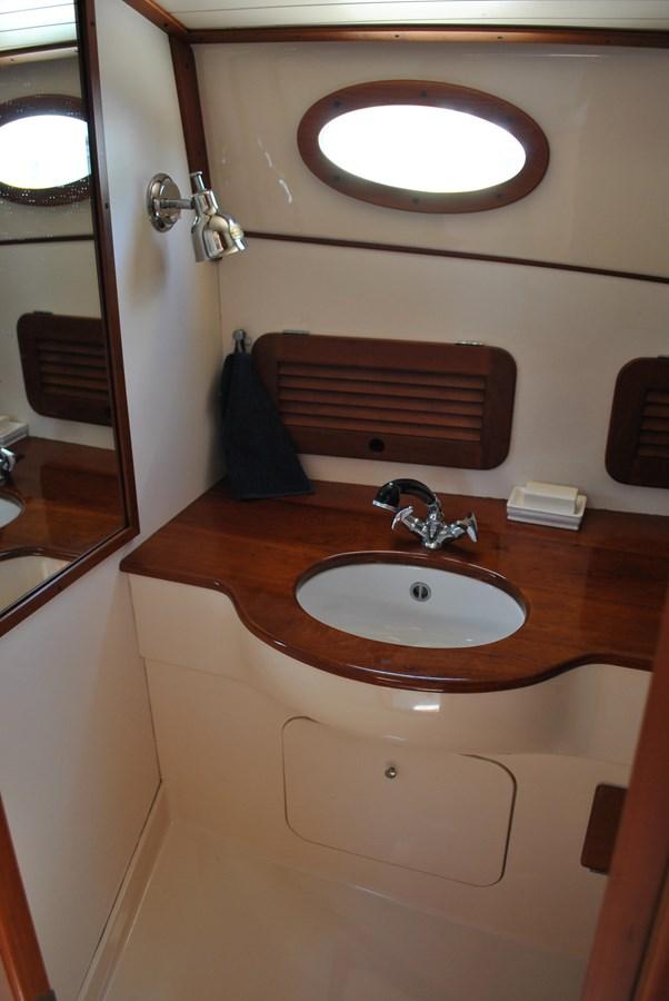 Head 1996 HINCKLEY Picnic Boat Motor Yacht 2604932