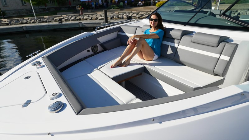 Bow Lounge 2020 Cruisers Yachts 38 GLS Runabout 2604745