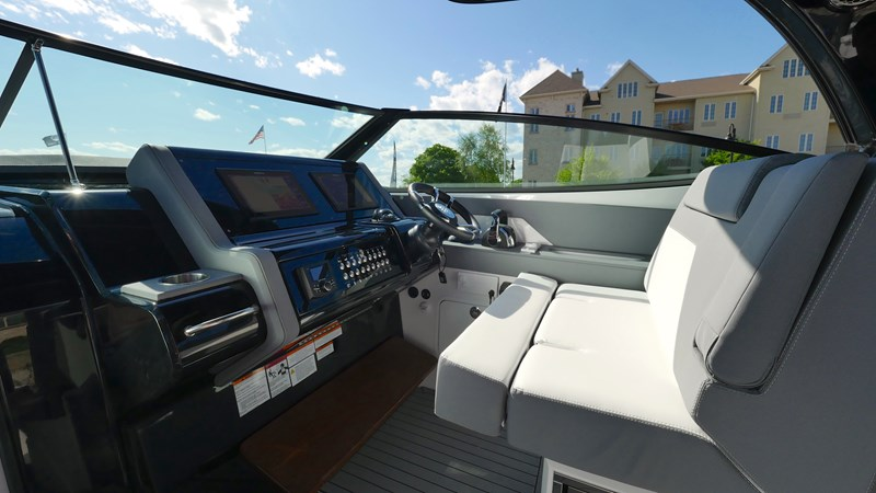 Helm 2020 Cruisers Yachts 38 GLS Runabout 2604749