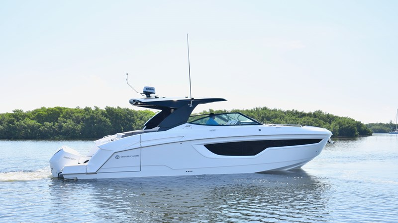2020 Cruisers 38 GLS - Profile 2020 Cruisers Yachts 38 GLS Runabout 2692919