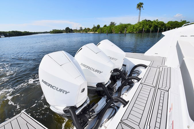 Outboard Engines and Transom 2020 Cruisers Yachts 38 GLS Runabout 2692996