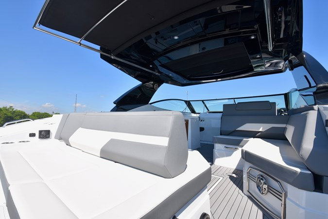 Aft Seating 2020 Cruisers Yachts 38 GLS Runabout 2692997