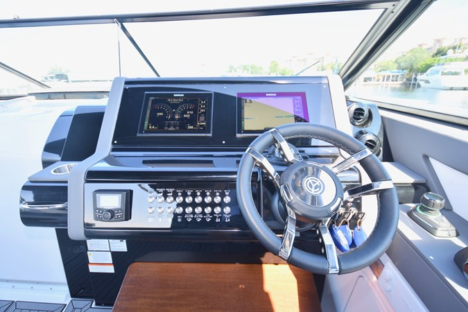Helm Electronics 2020 Cruisers Yachts 38 GLS Runabout 2693007