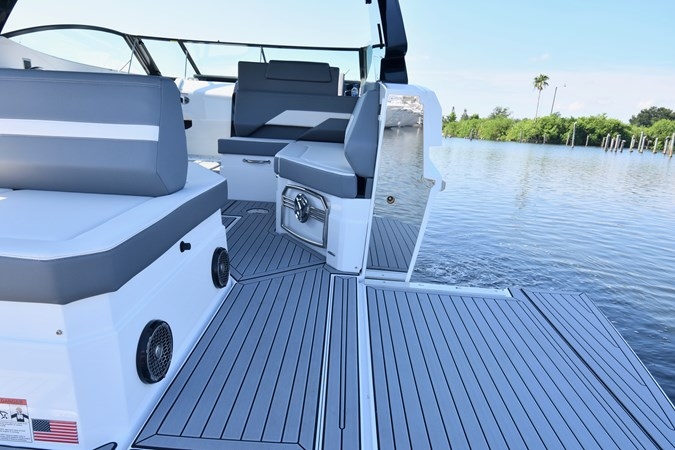 Beach Door - Lowered 2020 Cruisers Yachts 38 GLS Runabout 2693013