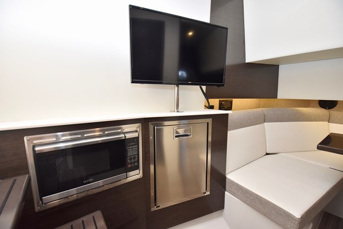 Galley 2020 Cruisers Yachts 38 GLS Runabout 2693058