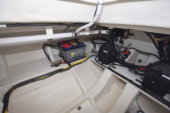 Engine Room 2020 Cruisers Yachts 38 GLS Runabout 2693142