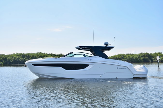 Profile 2020 Cruisers Yachts 38 GLS Runabout 2693191
