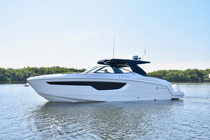 Profile 2020 Cruisers Yachts 38 GLS Runabout 2693192